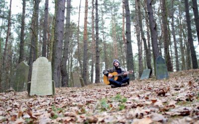 Alan, the guitar hero –vagabonding traveler and radio show host